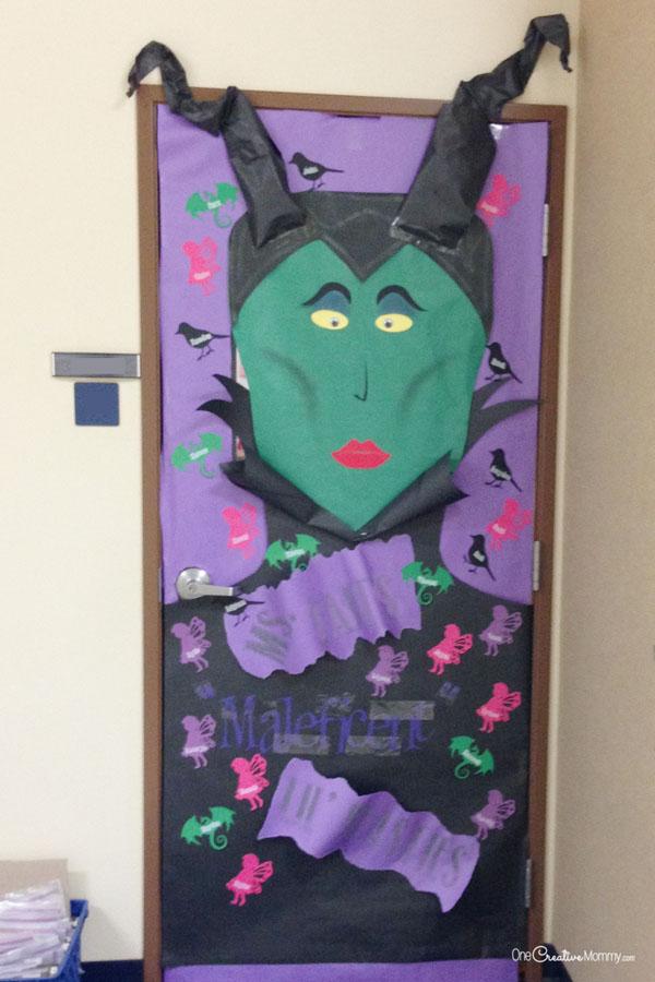 Cool Classroom Door Decorations for Halloween - onecreativemommy.com